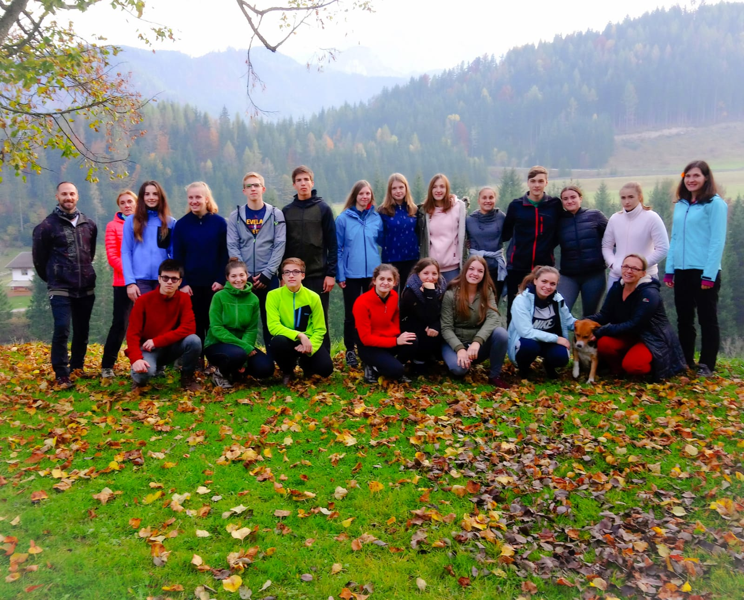 Dijaki pri obisku na gorski kmetiji Marije Mader-Tscehertou_Copyright Maria Mader-Tscherotu